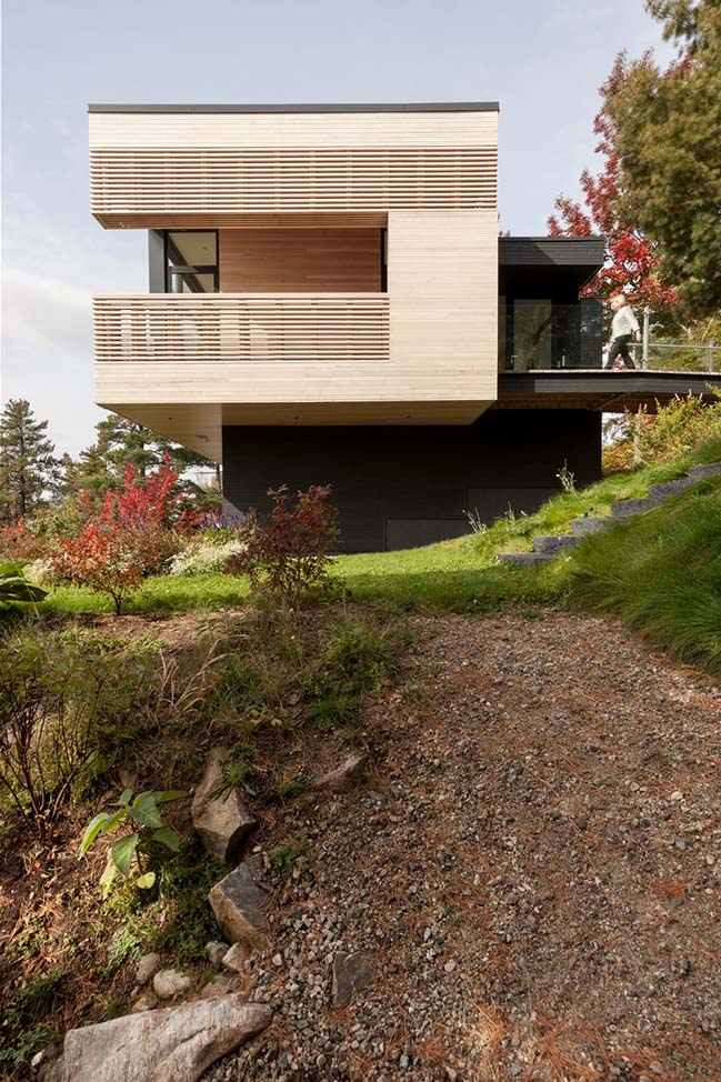 Residence Le Nid: Overlooking the St. Lawrence River by Anne Carrier architecture