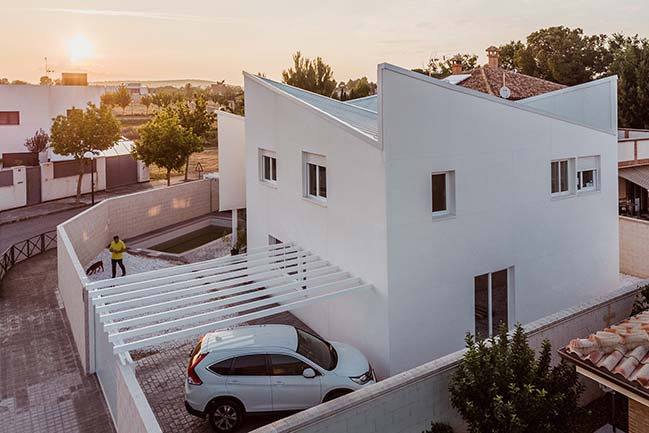 Albania House in Ciudad Real by OOIIO Architecture