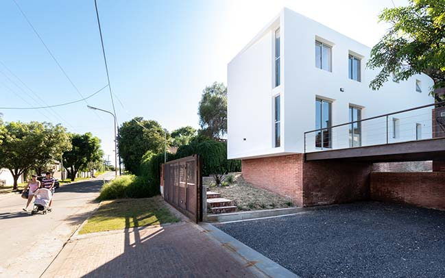Las Delfinas Housing by Andres Alonso