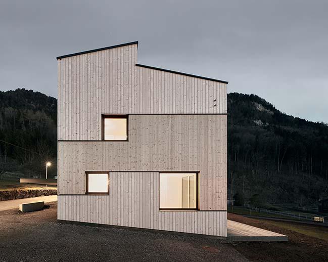 Semi detached house on a hollside by MWArchitekten