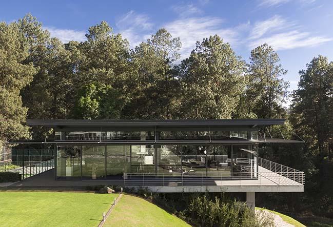 Casa El Ortigo by Grupo Arquitectura