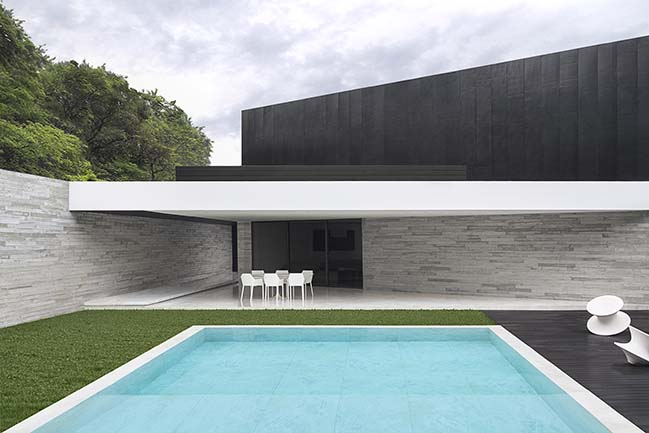 V2 House by Studio Guilherme Torres