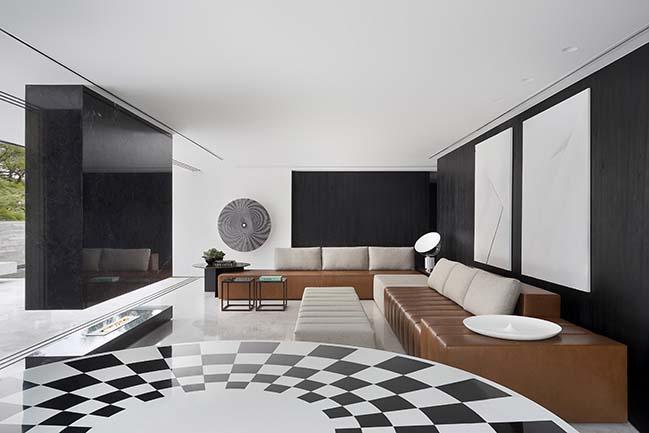 V2 House by Studio Guilherme Torres