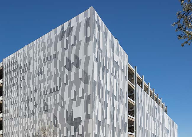French 2D designs graphic facade for Kendall Square Garage