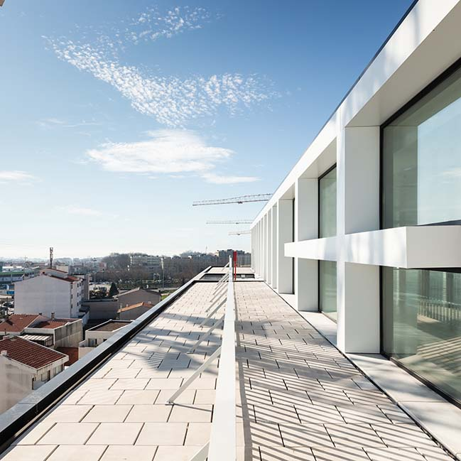 Urbo Business Centre by Nuno Capa Arquitecto