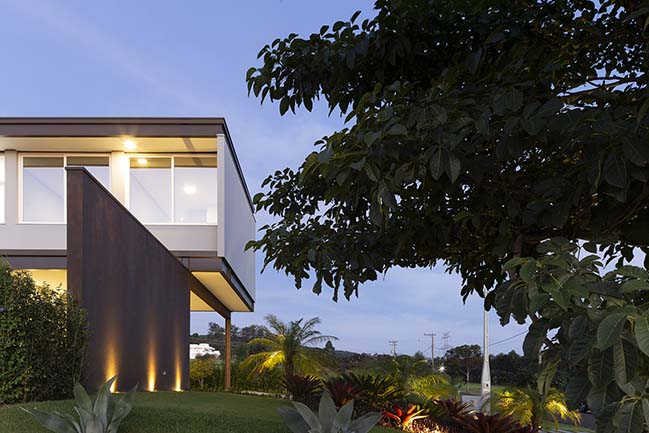 BT House by Taguá Arquitetura