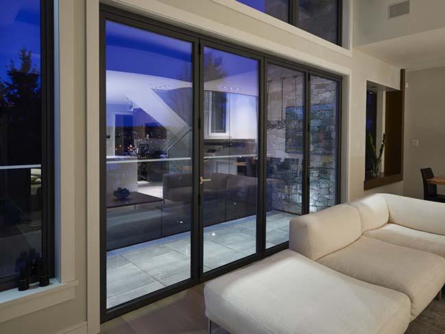 Puget I Modern house by John Henshaw Architect Inc. (JHA Inc.)