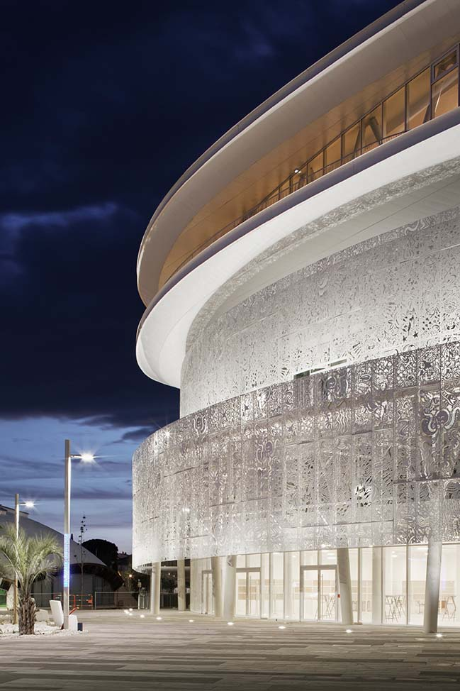 Palais des Congrès and Casino Cap d'Agde by A+ Architecture