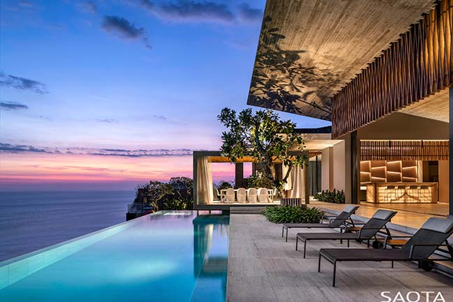 Uluwatu: resort-inspired home in Bali by SAOTA