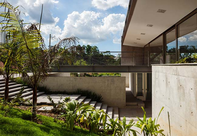 House LLM by Obra Arquitetos