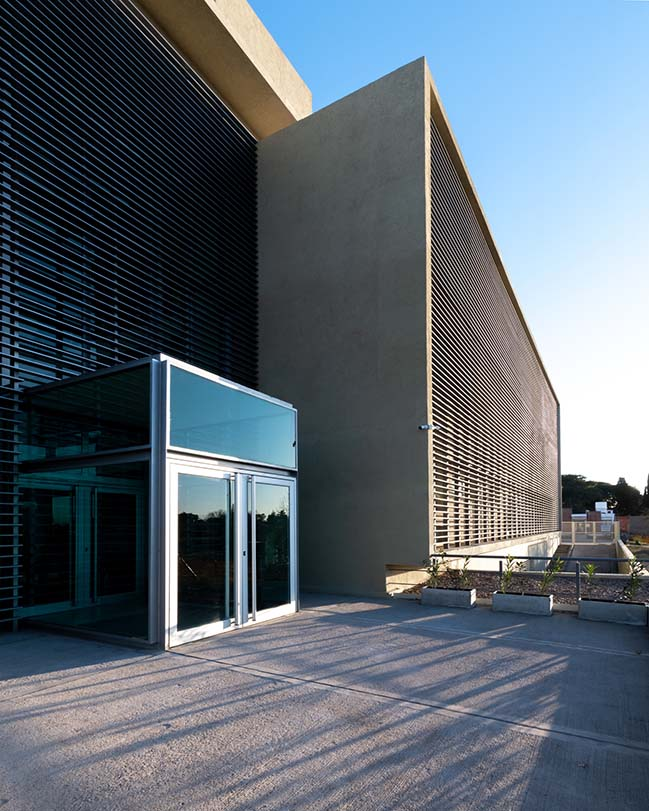 University Institute of Biomedical Sciences by Santiago Viale Arquitecto