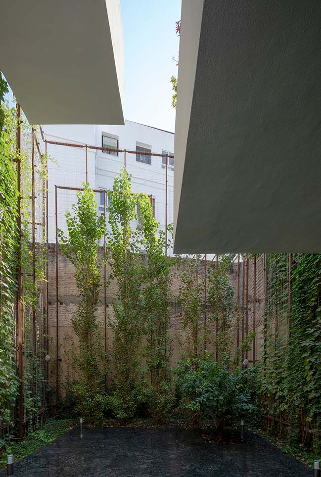House A11 in Sevilla by Guillermo Vázquez Consuegra