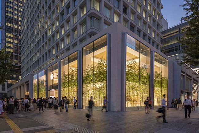 Apple Marunouchi creates a restrained presence in the heart of Tokyo