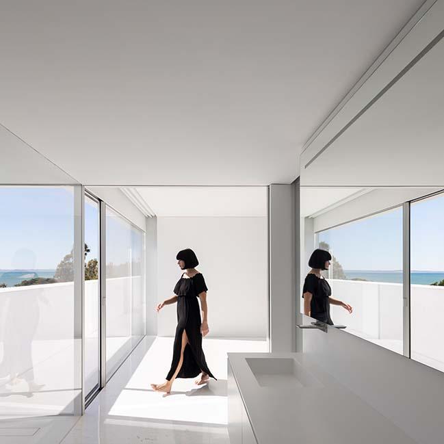 House over the horizon by Fran Silvestre Arquitectos