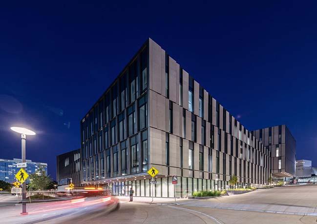 New business school at the University of Cincinnati by Henning Larsen