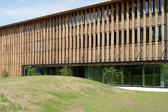 Office building near Paris by Atelier du Pont
