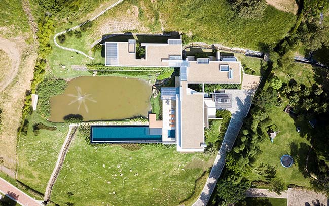 Laguna House in the Colombian Mountains by David Macias Arquitectura and Urbanismo