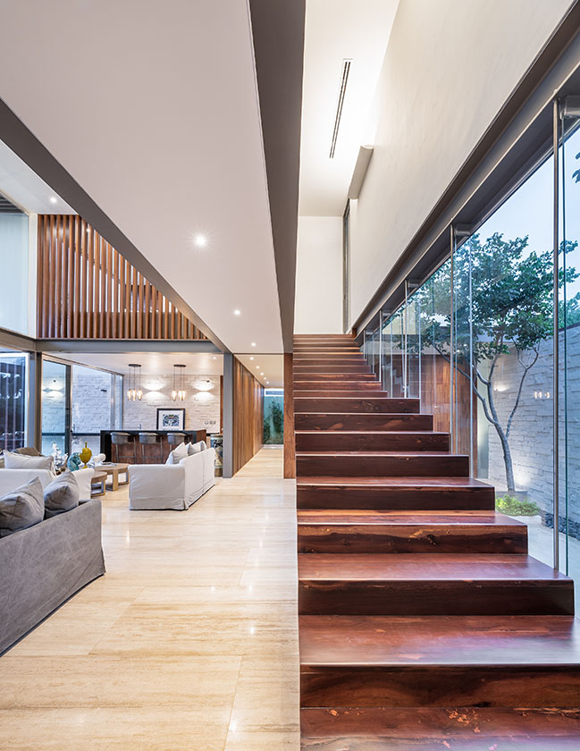Pedregal House by R79