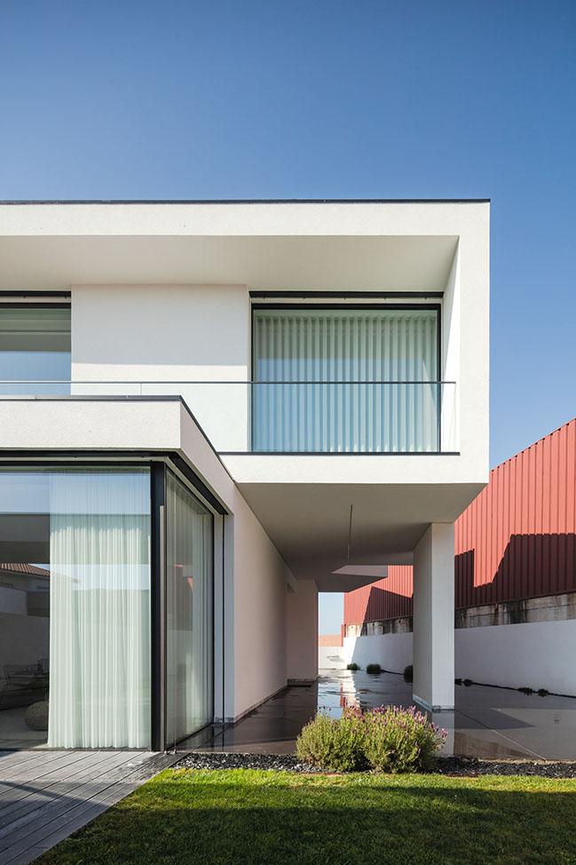 Argivai House by Raulino Silva Arquitecto