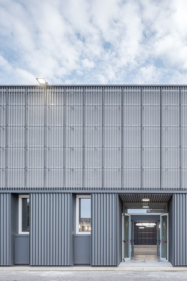 New multi-purpose hall by KM 429 architettura