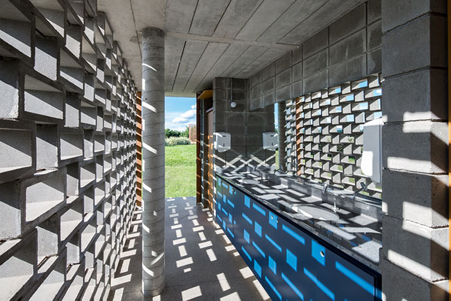 Refectory and Dressing Room by Bruno Rossi Arquitetos