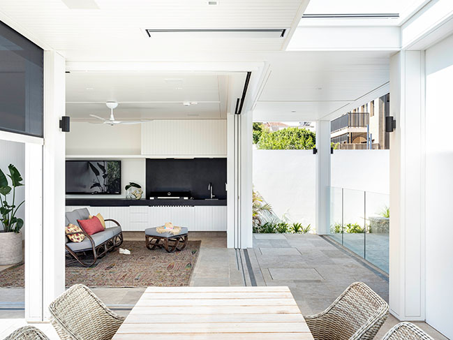 Bay House in Sydney by Porebski Architects