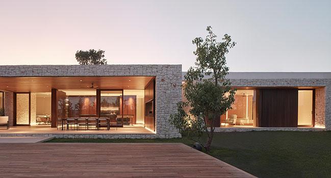 Madrigal House by Ramón Esteve Estudio