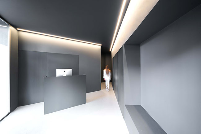 Dental Clinic by Fran Silvestre Arquitectos