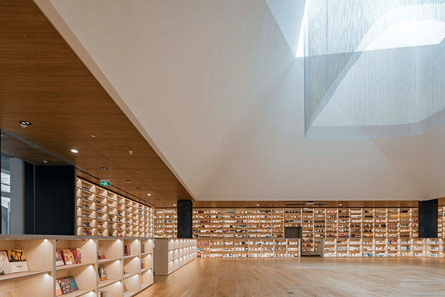 Fengdong E Pang Bookstore by Gonverge Interior Design
