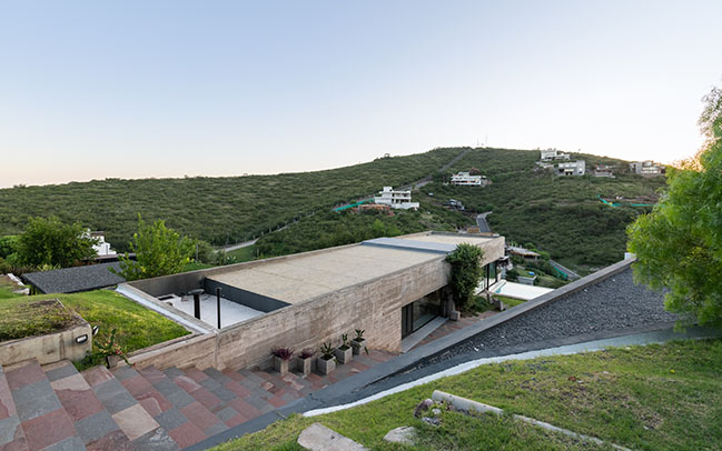 House Hidden in the scenery by Bender Freiberg Arquitectos