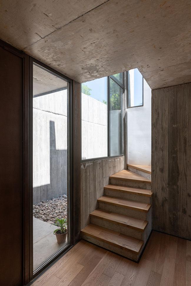 House in Villa Allende by Santiago Viale Arquitecto