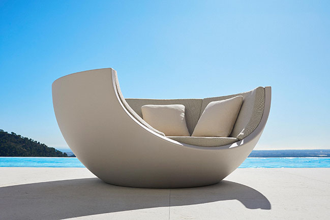 Daybed Moon by Ramon Esteve for Vondom