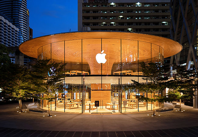 Apple Central World in Bangkok welcomed its first visitors