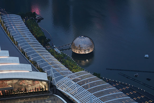 Foster + Partners and Apple unveils the floating Marina Bay Sands Store