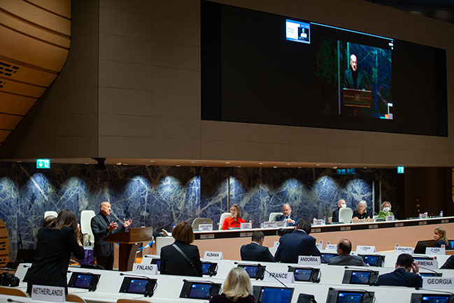 Norman Foster addresses the first United Nations Forum of Mayors in Geneva