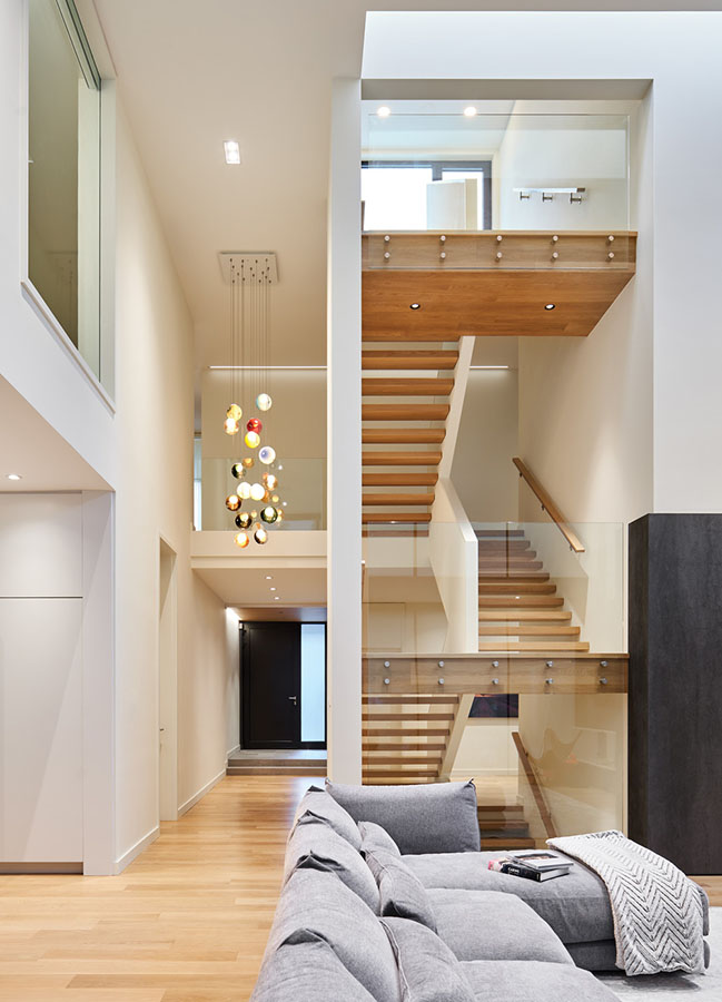 Fishleigh Drive Residence by Taylor Smyth Architects