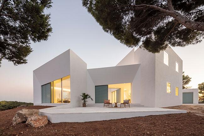 Patio House by NOMO STUDIO