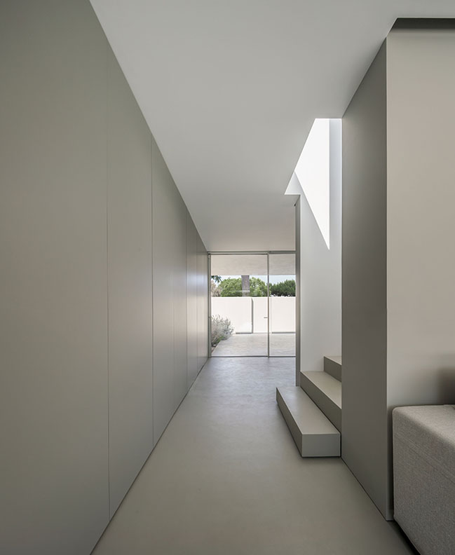 House of The Silence by Fran Silvestre Arquitectos