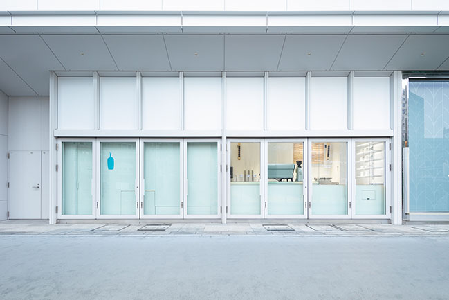 Blue Bottle Coffee NEWoMan YOKOHAMA Cafe Stand by Jo Nagasaka / Schemata Architects