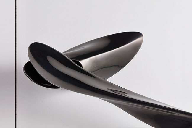 NEXXA door handle by Zaha Hadid Design for izé