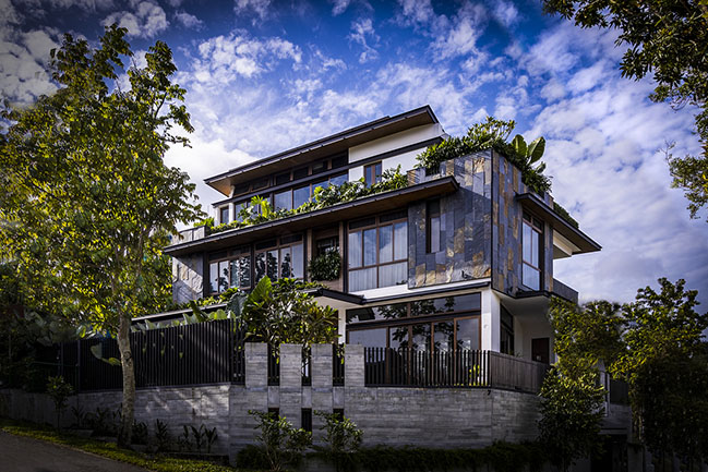 Divers Home by Aamer Architects