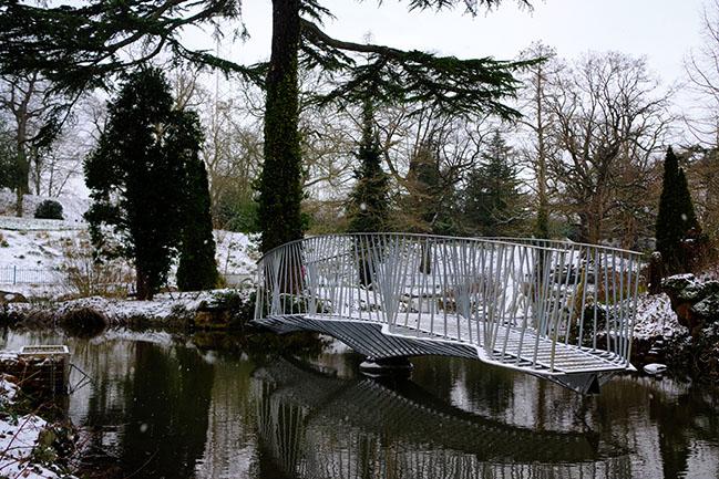 Swing Bridge by Tonkin Liu