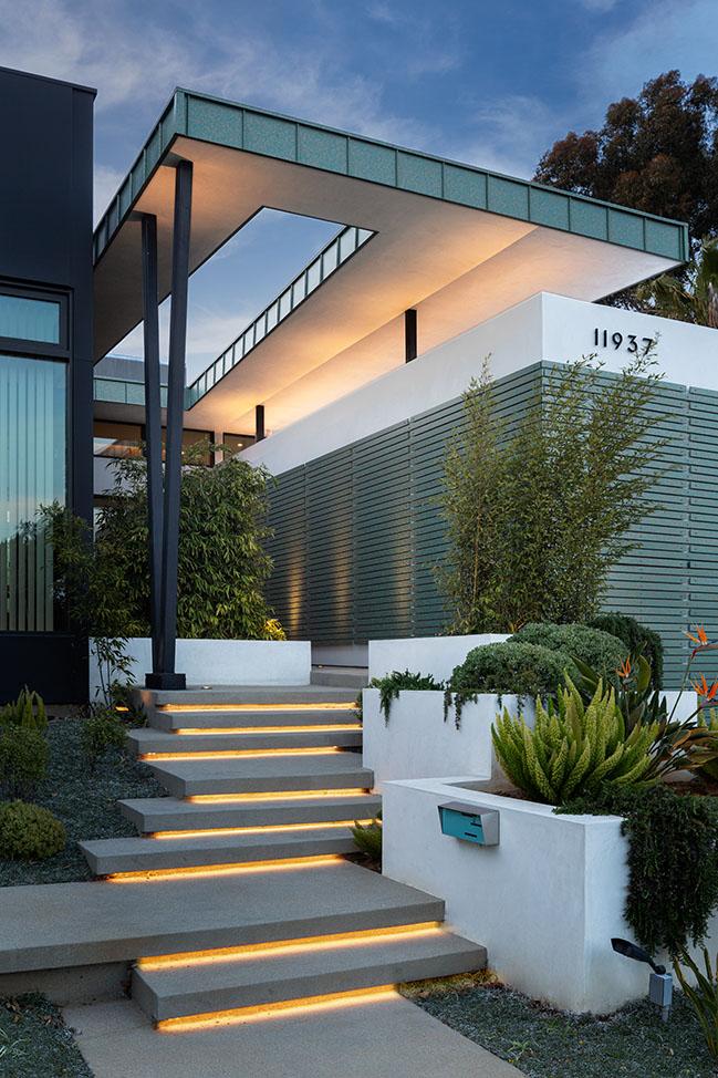 Mar Vista Residence by Tim Gorter Architect