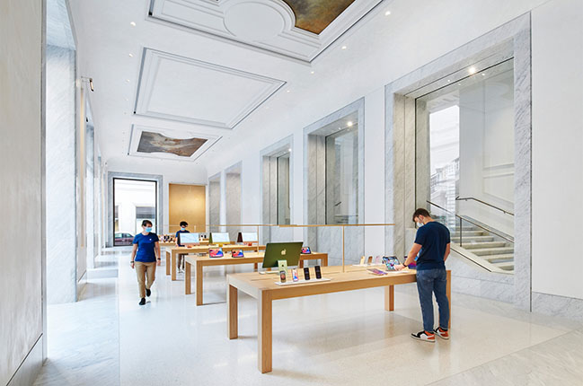 Apple Via Del Corso by Foster + Partners Opened
