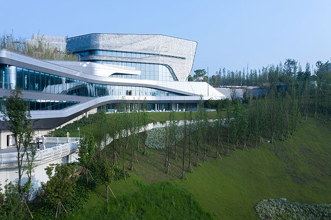 Wide Horizon Clubhouse by 10 Design