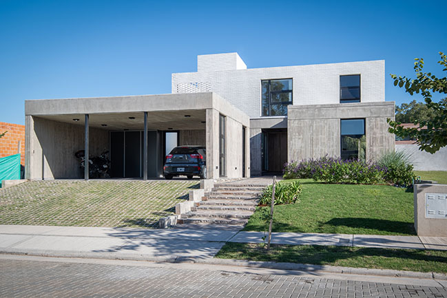 LOP House by Fanesi & Navarro Arquitectas