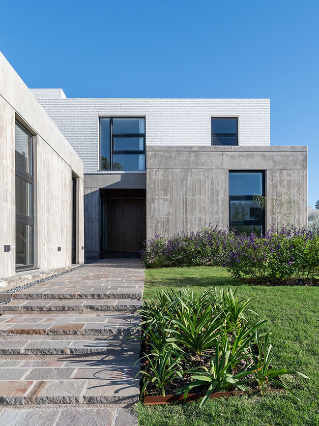 LOP House by Fanesi and Navarro Arquitectas