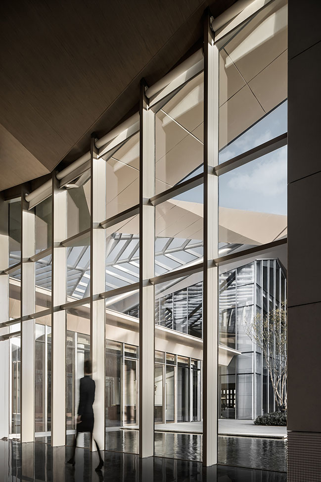Jinmao Star in the Bund·Qin Wang Fu Exhibition Hall by CCD / Cheng Chung Design (HK)