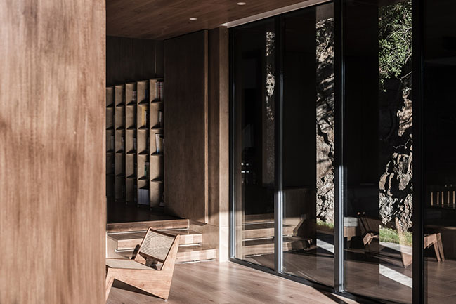 A residence on the hillside - Donghulin Guest House by Fon Studio