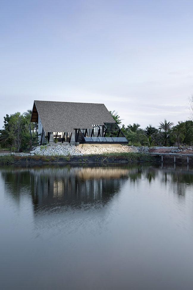 Villa Backyard by TOUCH Architect